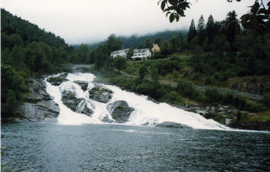 Hellesylt, cascade avant le grand départ